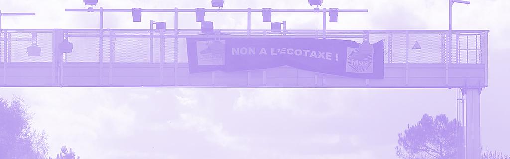 Une banderole anti-écotaxe, dispositif abandonné par le gouvernement sous la pression des conducteurs routiers, octobre 2013