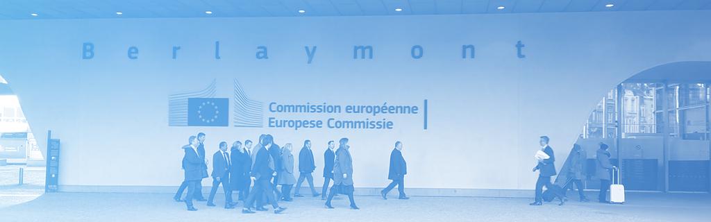 Des lobbyistes se dirigent vers le siège de la Commission européenne, à Bruxelles